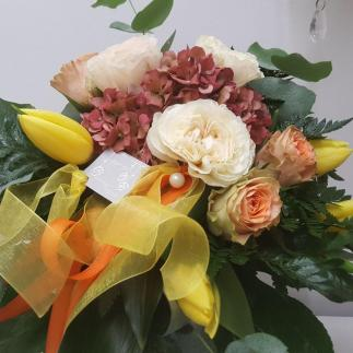 Bouquet con base ortensia